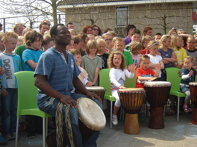 Workshop djembe op school